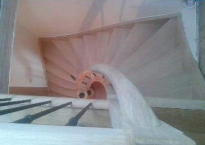 Rénovation-création-escalier-sur-mesure-menuiserie-traditionnelle-du-poher-à-Gourin-10-400x284