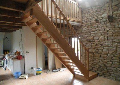 Rénovation-création-escalier-sur-mesure-menuiserie-traditionnelle-du-poher-à-Gourin-2-400x284