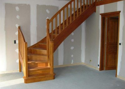 Rénovation-création-escalier-sur-mesure-menuiserie-traditionnelle-du-poher-à-Gourin-7-400x284